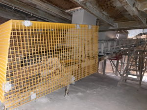 Conveyor system with Proload and safety cage